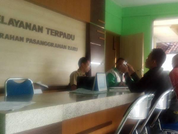 Layanan terpadu di kelurahan (foto: facebook Sofa Anggraeni)