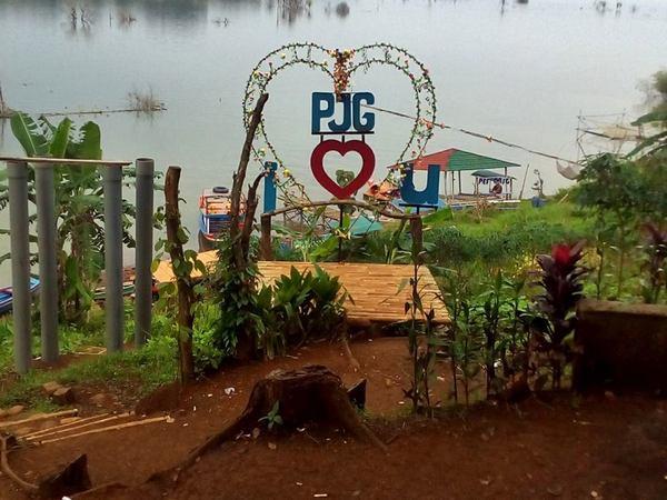Lokasi selfie di pesisir bendungan (foto: facebook)