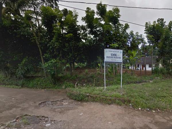 Papan penunjuk lokasi SMK Inovasi Mandiri (Google Street View)