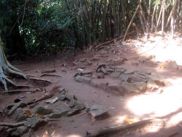 Makam yang ada di Situs Puncak Damar (foto: Save Jatigede)