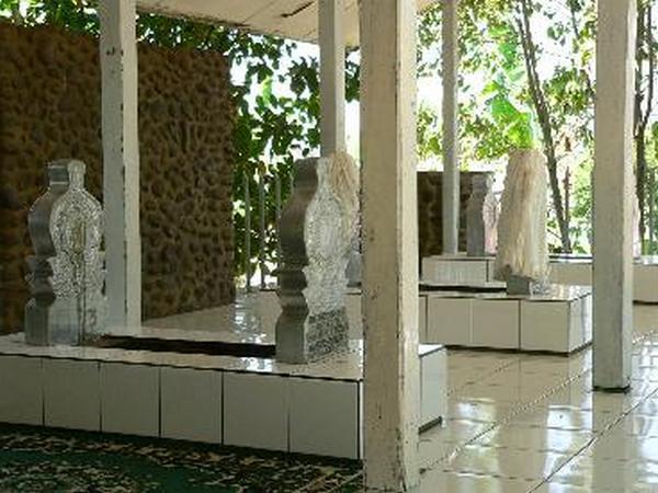 Makam Pasarean Gede (sumber: disparbud.jabarprov.go.id)