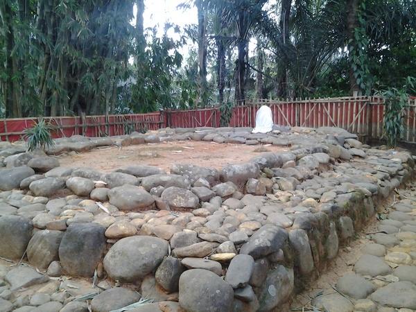 Makam Prabu Guru Aji Putih