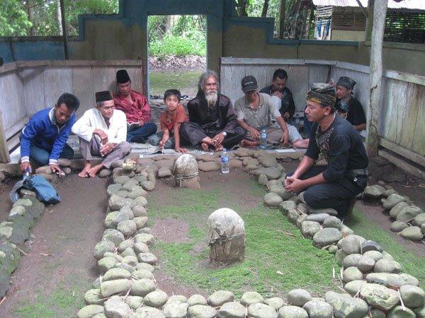 Salah satu makam di Situs Tanjungsari (foto: facebook)