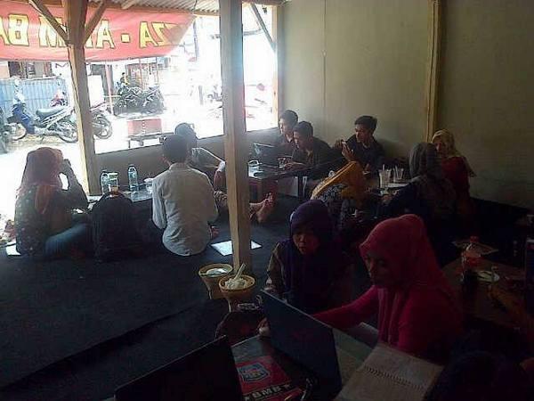 Berkumpul sambil belajar