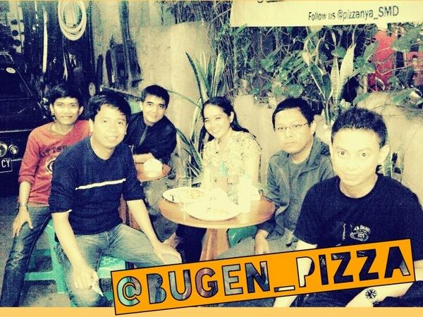 Berkumpul di Bugen Pizza