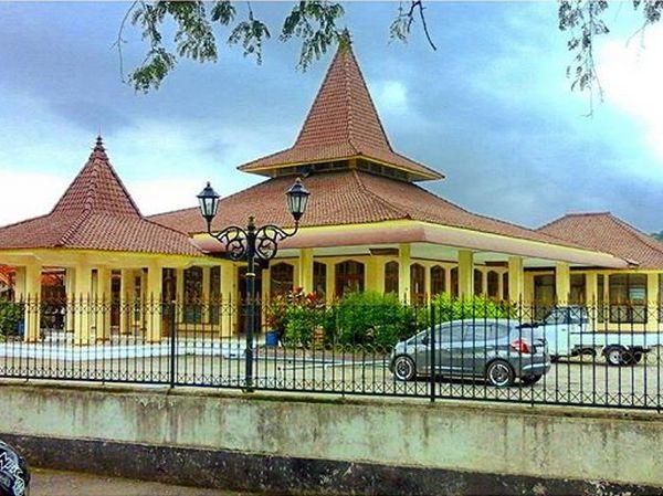Masjid Besar Cimalaka (foto: Instagram @eng.cosan)