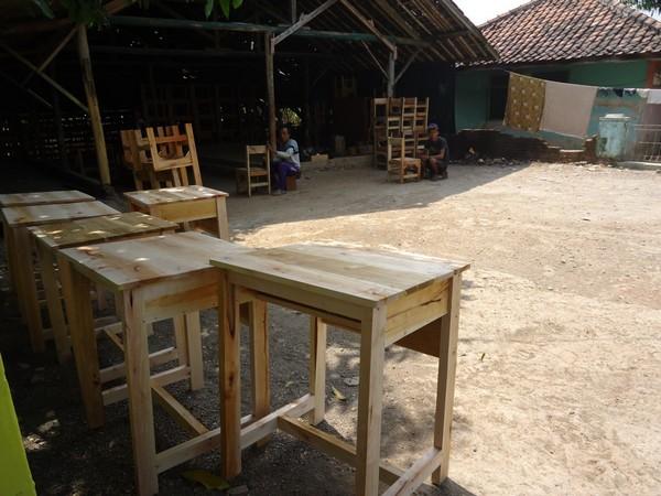 Sebagian produk mebel di Desa Karyamukti (foto: KKNM Unpad)