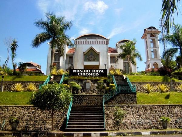 Masjid Raya Ciromed (sumber: Si Bagak/septinurd.blogspot.com)