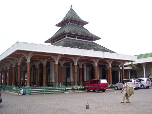 Mesjid Agung dilihat dari sebelah timur (sumber: Bappeda Sumedang)