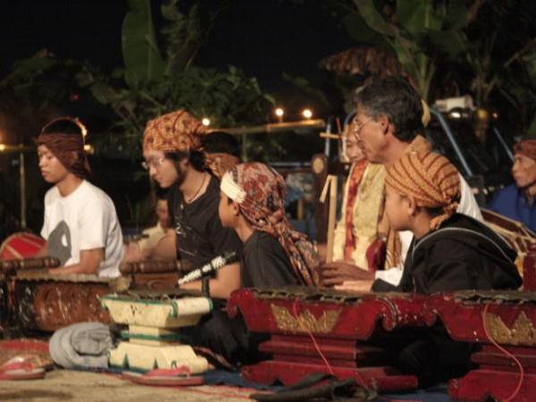 Para nayaga Sanggar Motekar (foto: facebook Sanggar Motekar)