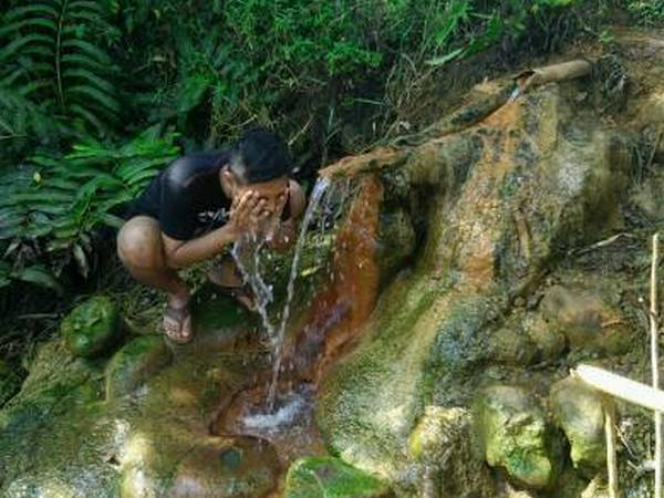 Pancuran air panas Ciuyah (foto: faceboonk Nandang Nyandang Kahayang)