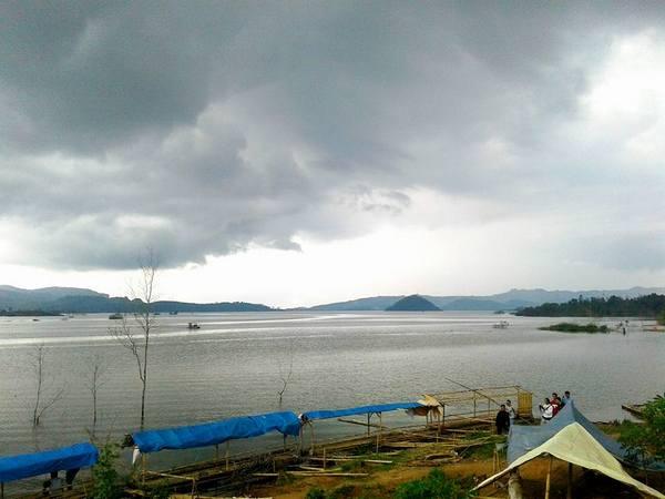 Panorama bendungan Jatigede  dari Pasir Tugaran (foto: facebook Gendar Kabuyutan)
