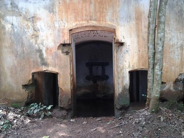 Pintu dan jendela bangunan benteng