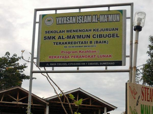 Papan nama SMK Al-Ma