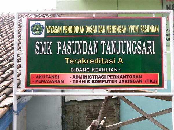 Papan nama SMK Pasundan Tanjungsari