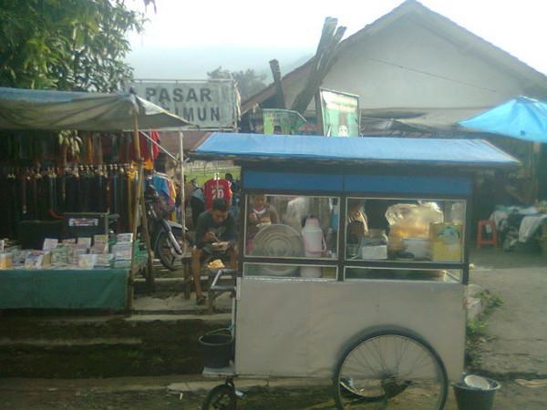 Pasar Citimun buka tiap hari (foto: KKNM Unpad)