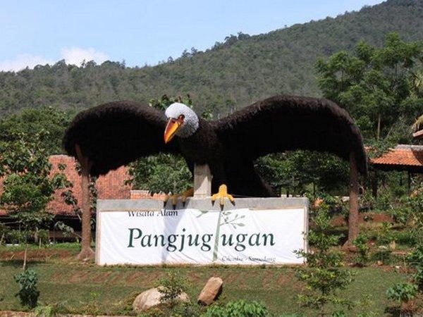 Patung burung di Wisata Alam Pangjugjugan