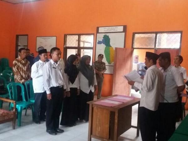 Pelantikan perangkat Desa Kebonkalapa (foto: Sumedang Ekspress)