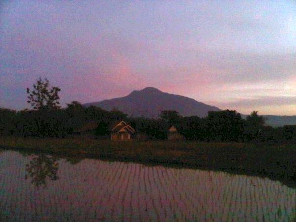 Salah satu pemandangan alam di Desa Ambit (foto oleh Rudiana Situraja)
