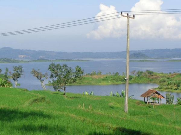 Pemandangan bendungan Jatigede dari Desa Ciranggem (foto: facebook Rudi Setiawan)