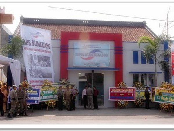 Kantor BPR Sumedang (foto: Cobacobaaja84)