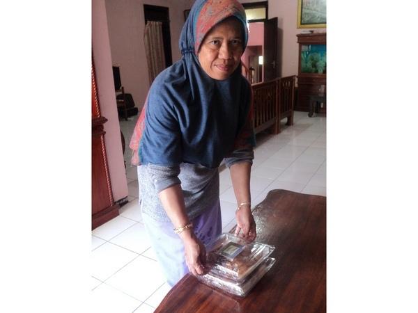 Pemilik usaha Sampeu Wedang Kawung Sari (foto: zan2505.blogspot.co.id)