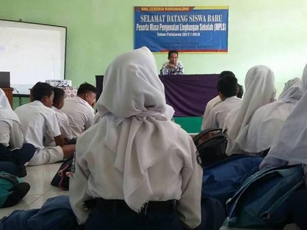 Penerimaan siswa baru (foto: facebook Adham Dirham)
