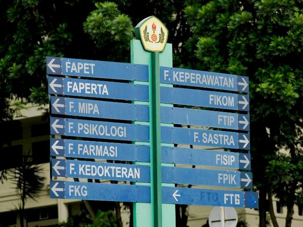 Penunjuk arah fakultas (foto: facebook Unpad)