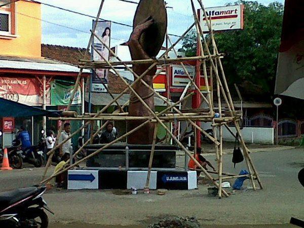 Pembangunan Tugu Opak (foto: facebook acong