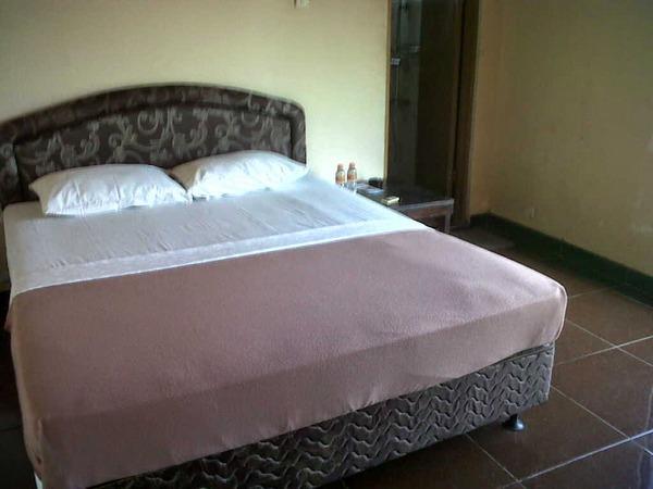 Salah satu tempat tidur di hotel Pesona Sumedang