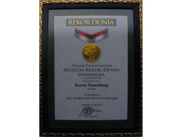 Piagam Penghargaan pada Koran Sumedang (foto: facebook Koran Sumedang)