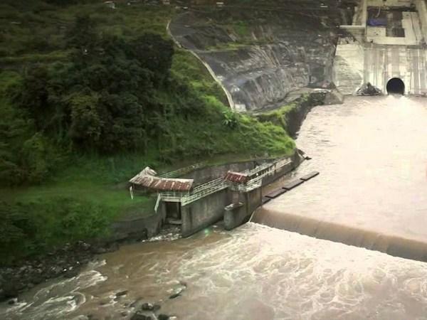 Pintu air Bendungan Eretan di Sungai Cimanuk (foto: youtube.com)