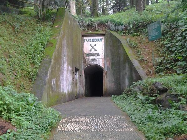 Pintu masuk benteng Belanda di Gunung Kunci