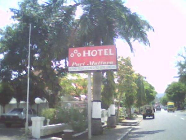 Papan penunjuk Hotel Puri Mutiara