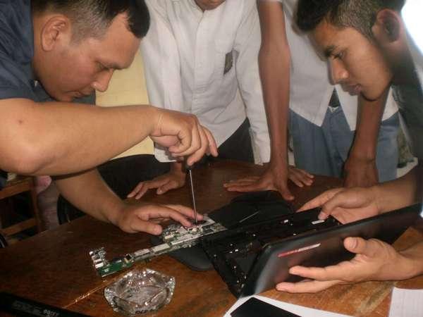 Praktek siswa di SMK Ganesha Cimannggung