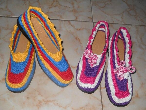 Produk sepatu rajut (foto oleh facebook Saung Mimitran)