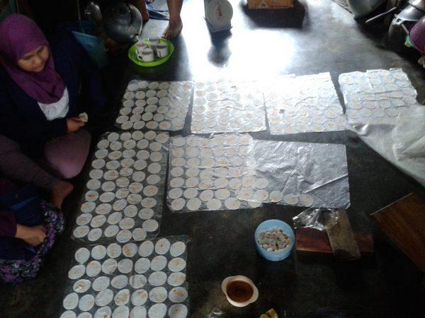 Produksi Cireng (foto: KKU STIE)