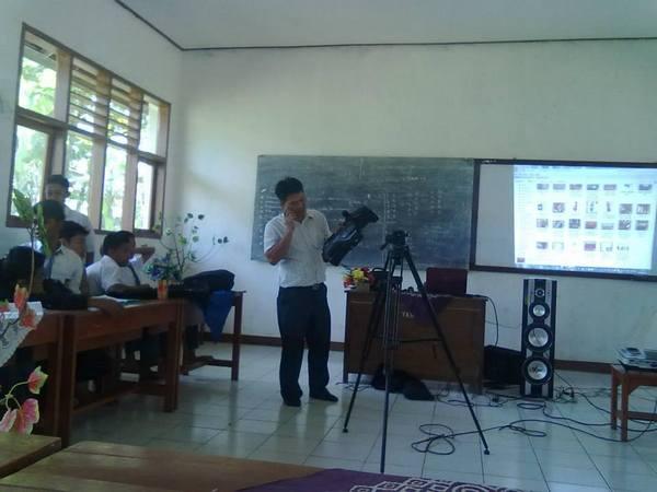 Salah satu kegiatan belajar-mengajar (foto: facebook)
