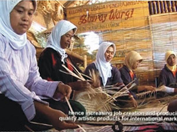 Proses produksi kerajinan dari bambu di UKM Simpay Wargi (foto: UKM Simpay Wargi)