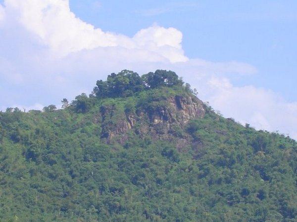 Puncak Gunung Kacapi (foto: Panoramio i80tmax)