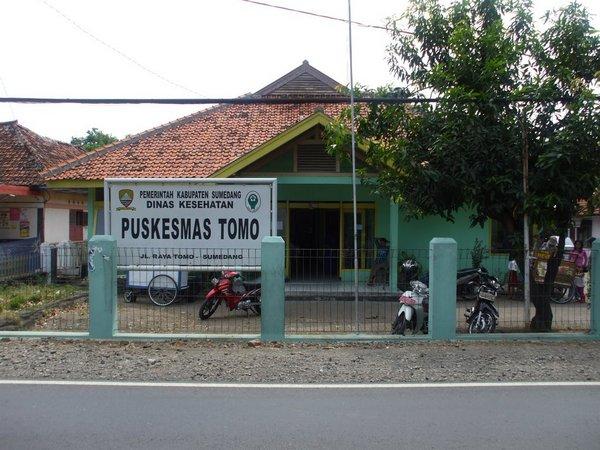 Puskesmas Tomo (foto: Panoramio indksy)
