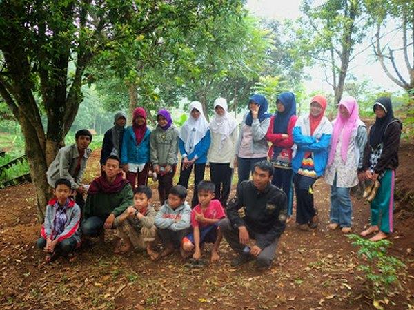 Sejumlah remaja mengikuti kegiatan di Buper Sukanyiru (foto: ldiismdg.blogspot.co.id)