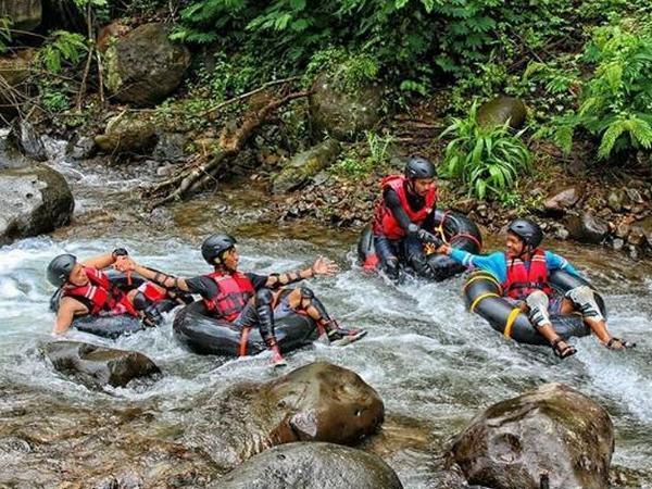 Wahana River Tubbing (foto: Instagram @kampungkaruhun)