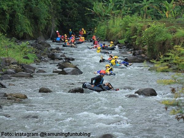 River tubing di sungai Cihonje