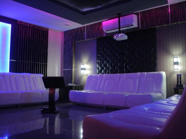 Ruangan karaoke (foto: facebook Pasific Hariring)