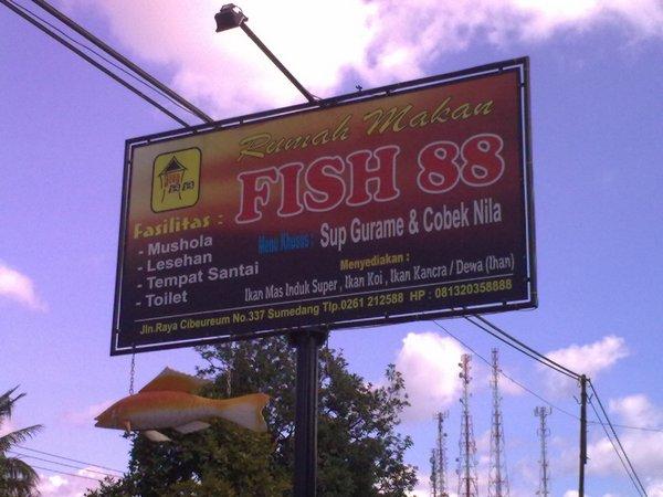 Plang Rumah Makan Fish 88 (foto oleh Wisata Semarang)