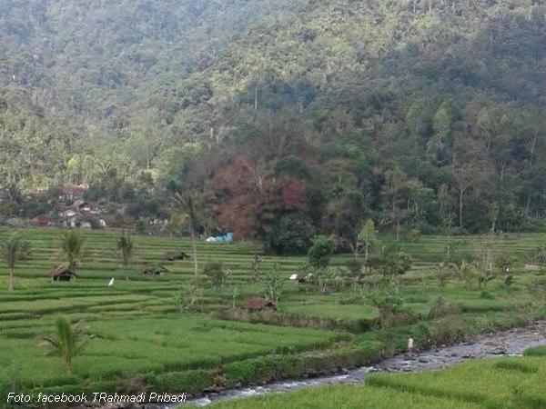 Kampung Sagamanik dari kejauhan