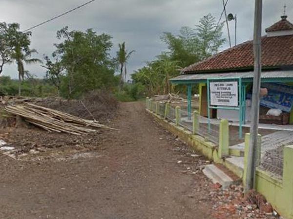 Salah satu akses ke Kampung Muhara (foto: Google Street View)