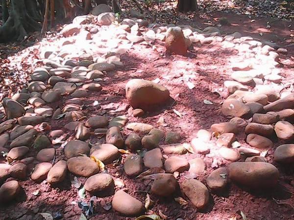 Salah satu makam di Situs Nangkod (foto: facebook Wisahya Drs)