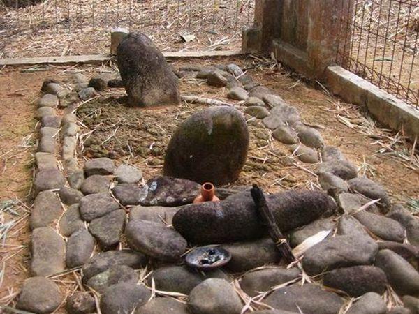 Salah satu makam di Situs PasirLimus (foto: Save Jatigede)